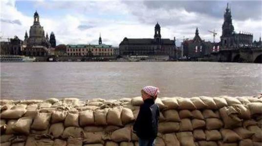 自动闭合防洪堤,根据水位自动调节