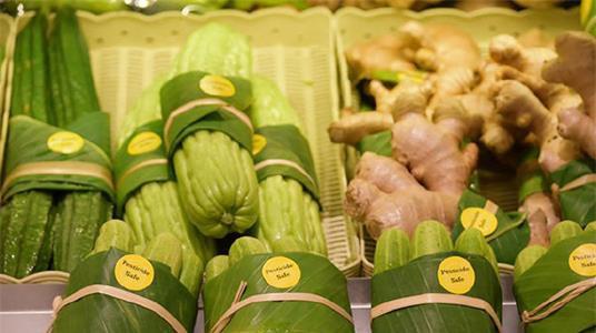"""淘汰塑料袋,泰国超市用上了""""香蕉叶"""""""
