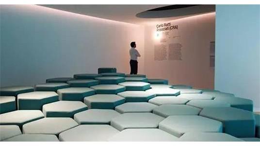 蜂巢形状的智能组合沙发